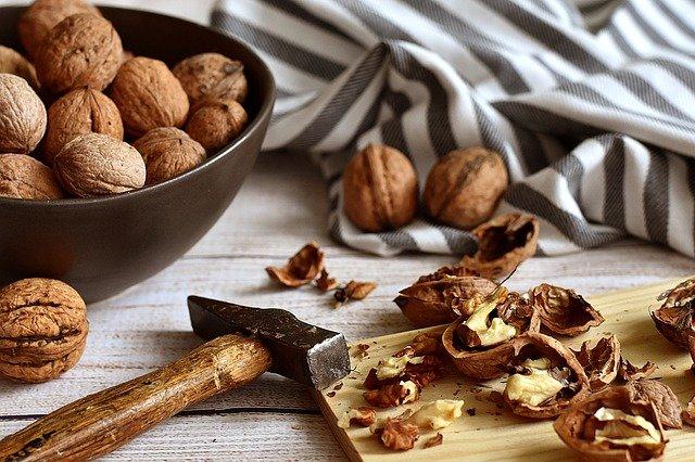 walnuts-3844990_640